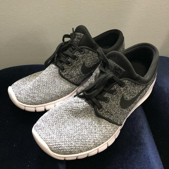 Nike Shoes   Nike Everyday Walking Shoe
